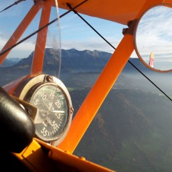 biplane-flight-buecker